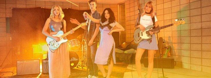 """H&M Loves Coachella"" kolekcijos veidu tapo grupė ""The Atomics"""