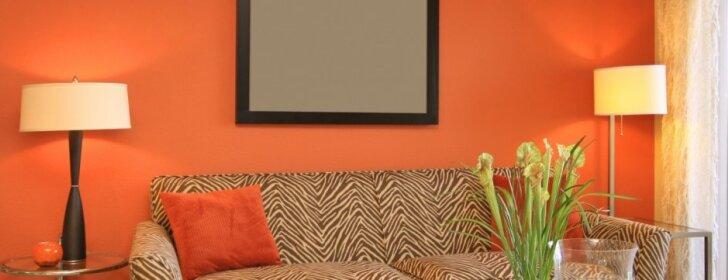 Oranžinė spalvos interjero akcentai - ne tik šviesos šaltinis