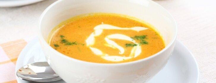 Trinta morkų ir obuolių sriuba su imbieriniu-vaniliniu kremu