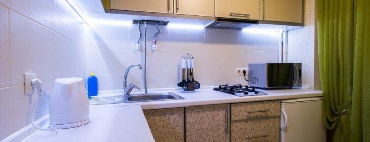 Skoningi dizaino patarimai, kaip vizualiai praplatinti mažą virtuvę