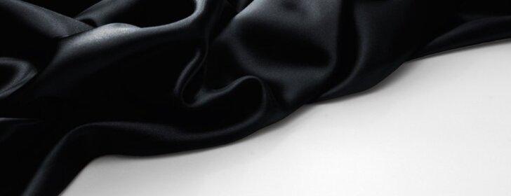 Genialūs patarimai, kaip skalbti juodus drabužius