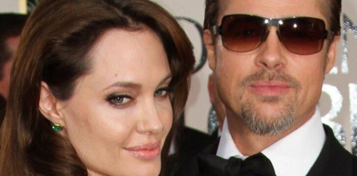 Angelina Jolie ir Bradas Pittas - daigiavaikiai tėvai.