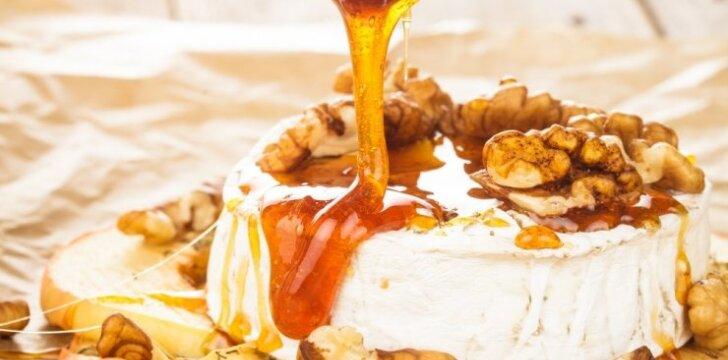 GURMANIŠKA: Kamemberto sūris karamelėje