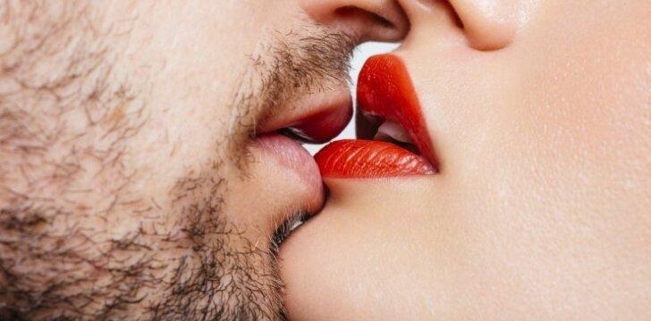 """Taip atrodo <span style=""""color: #c00000;"""">geidulingos lūpos</span> pagal šių laikų grožio supratimą"""