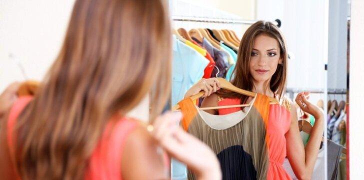 """DIENOS PATARIMAS: <span style=""""color: #ff0000;"""">kaip prižiūrėti</span> džinsus, megztinius, sukneles ir rankines"""