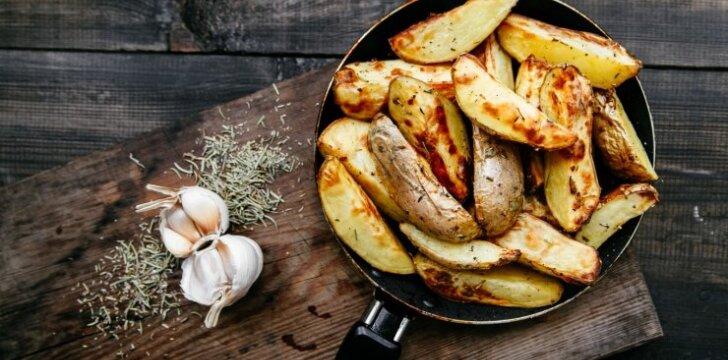 Puode keptos bulvės