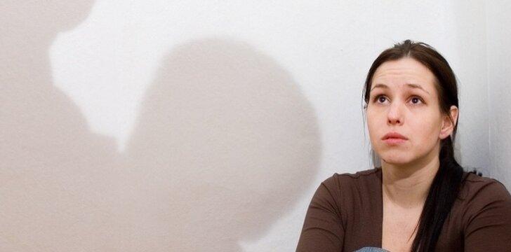 Užgauliojimas, moters žeminimas juokaujant gali skatinti vyrus griebtis tiesioginio smurto.