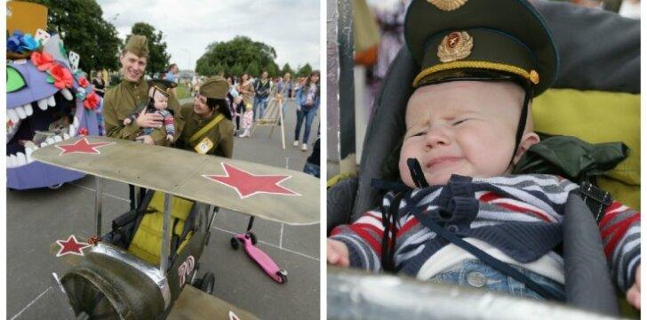 """Kūdikių vežimėlių parade Rusijoje – kariniai motyvai <sup style=""""color: #ff0000;"""">(FOTO)</sup>"""