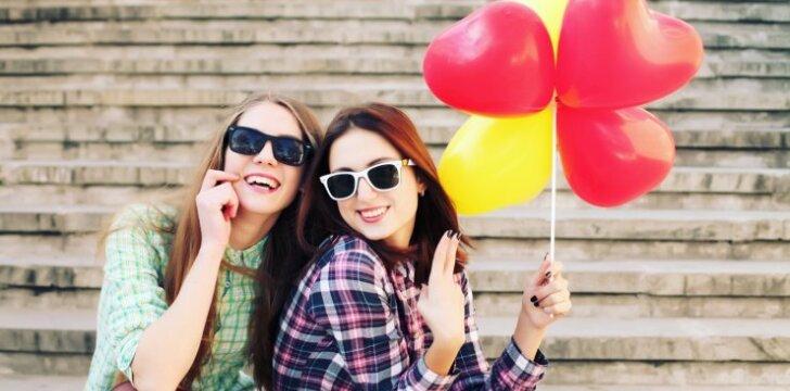 Mobili programėlė pasitikinčiomis draugėmis - jos gali tau užprogramuoti meilę!