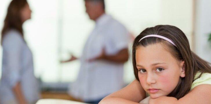 Tėvai barasi prie vaikų: ko šie iš viso to pasimoko?
