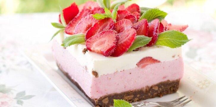 Jogurtinis tortas su braškėmis