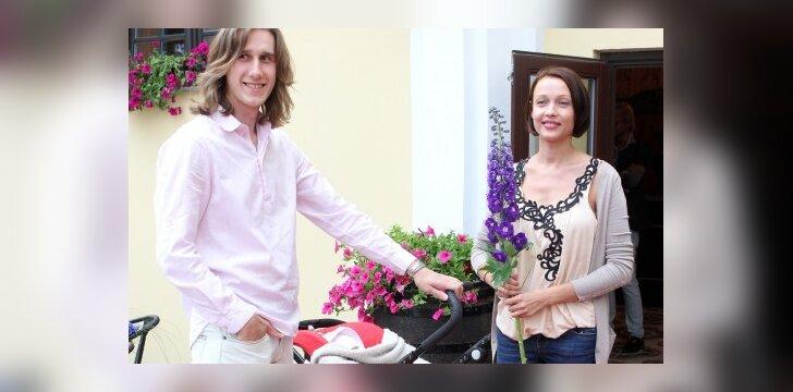 Aistė Jasaitytė-Čeburiak ir Romanas Čeburiak: į vakarėlį - su pirmagime dukrele (FOTO)