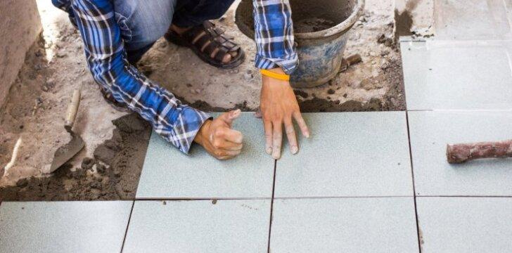 "<span style=""color: #ff7f00;"">Darau Pats</span>: klojame šildomų grindų plyteles"