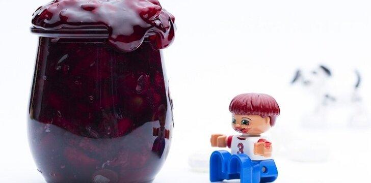 Vyšnių uogienė su šokoladu