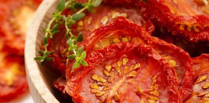 Naminiai saulėje džiovinti pomidorai