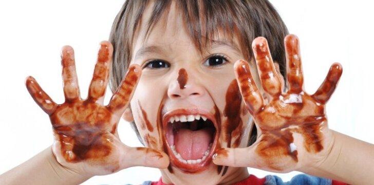 Kodėl svarbu mokyti vaikus nukritusio maisto nesidėti atgal į burną?