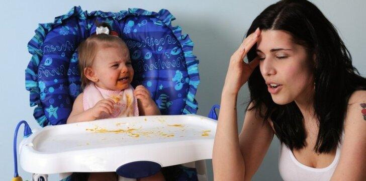 Kas nutinka kūdikiui, kai mama nekreipia į jį dėmesio