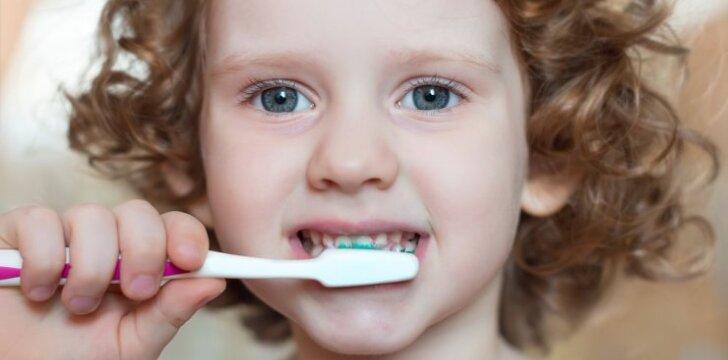 Iki kokio amžiaus vaikams pirkti dantų pastą be fluoro?