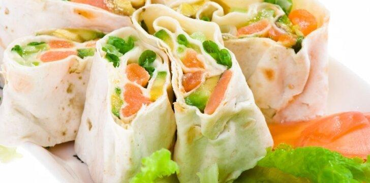 Lavašą galima įdaryti įvairiais maisto produktais.