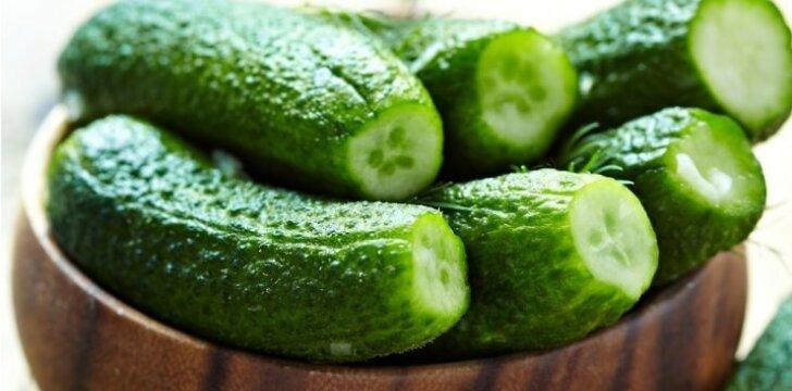 """Šviežiai raugti agurkai: 2 greiti būdai <span style=""""color: #007f40;""""><sup>vienas - be vandens!</sup></span>"""
