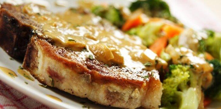 Kiaulienos kepsnys su sūrio ir grybų plutele