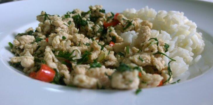 Laoso salotos su vištiena