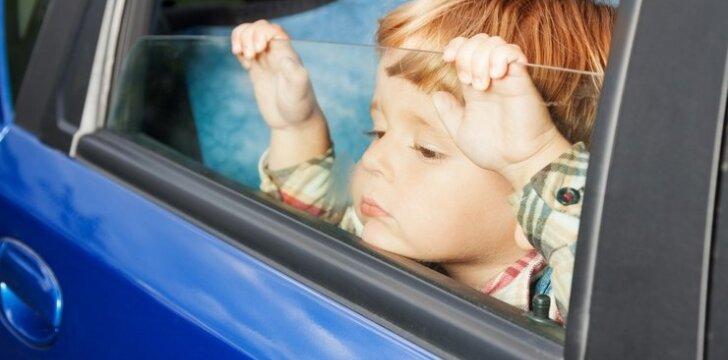 Per karščius įkaitęs automobilis tampa vaikų spąstais