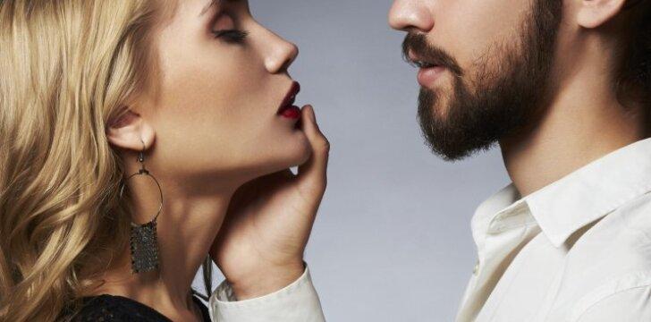 Vyro jausmų testas: atkreipk dėmesį, kaip jis tave liečia