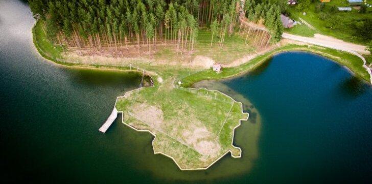 Lietuvos kontūrų dirbtinė sala  Dubingių žirgyne
