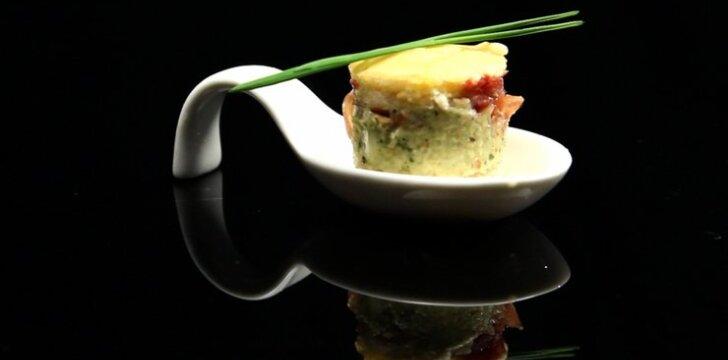 Focaccia su vištiena, artišokais ir ančiuvių padažu