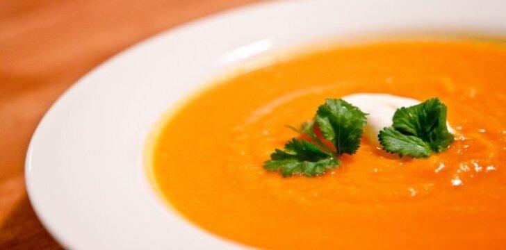 Imbierinė morkų ir pastarnokų sriuba
