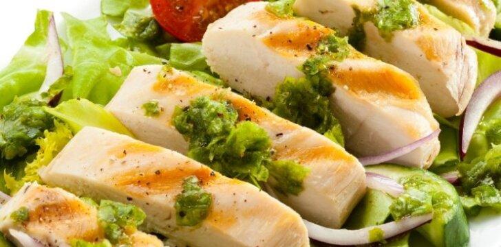 Besilaikantiems dietos: salotos su kepta kalakutiena