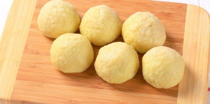 Bulviniai kukuliai su juodos duonos įdaru