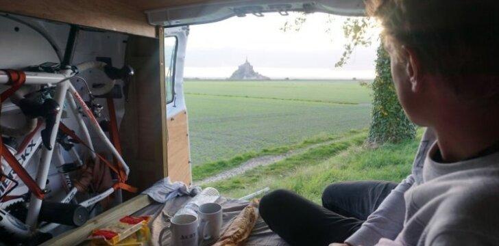 Darau Pats: furgono transformacija į namą ant ratų