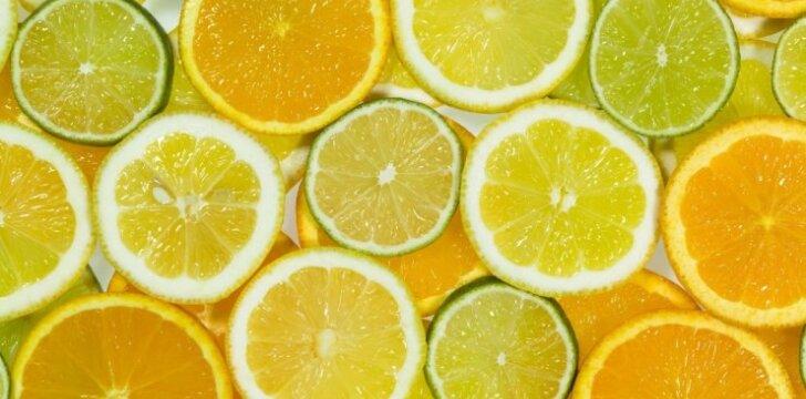 Vaikome virusus ir kepame gardųjį citrinų pyragą
