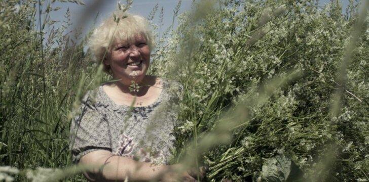 """Adelė Karaliūnaitė, kadras iš filmo """"Žalumose"""""""