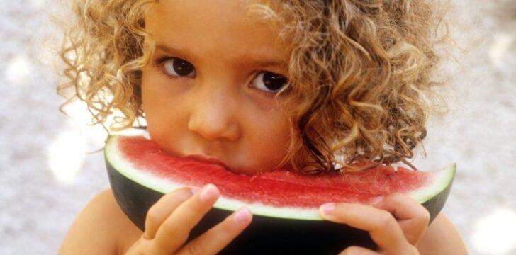 Kaip maitinti vaikus, kad jų dantys būtų sveiki