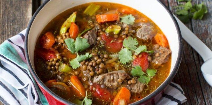 Aromatinga jautienos sriuba su lęšiais