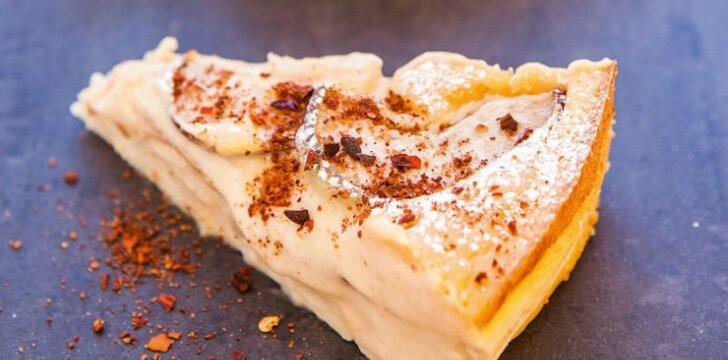 Sūrio kremo ir ananasų salsos pyragas