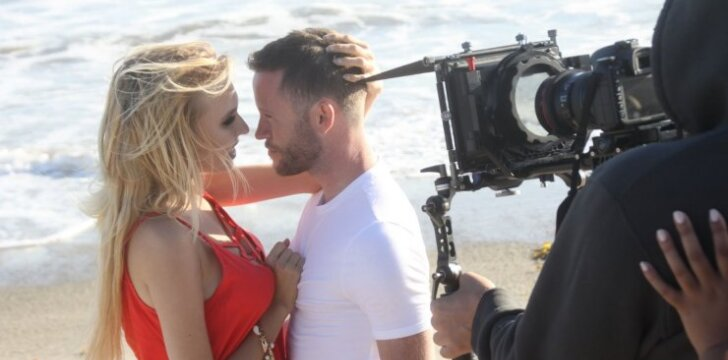 Simona Milinytė pristato jausmais ir šilumą alsuojantį naują muzikinį kūrinį bei vaizdo klipą