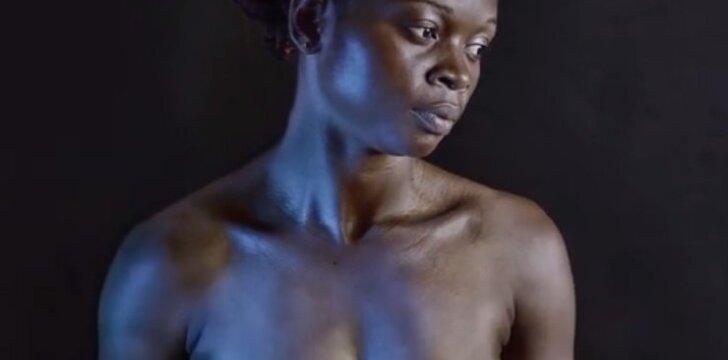 """<span style=""""color: #c00000;"""">Sukrečianti</span> Kamerūno tradicija – krūtų lyginimas"""