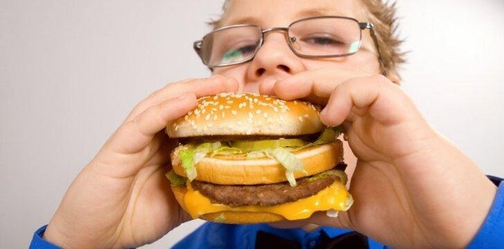 Kaip realybėje atrodo moksleivių mityba: mėsainis ar obuolys?