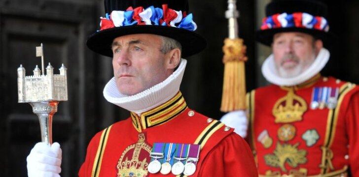 Anglijos dvaro rūmų sargybinių gyvenimas: slaptas baras ir kiti ritualai