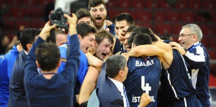 """""""Anadolu Efes"""" krepšininkai džiaugiasi įspūdinga pergale"""