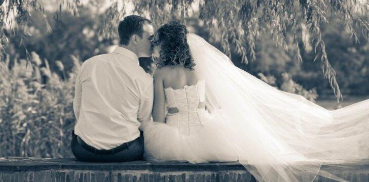 """Kraupi statistika: kiek porų per 2014-ųjų pirmąjį pusmetį <span style=""""color: #ff0000;"""">susituokė ir išsiskyrė</span>"""
