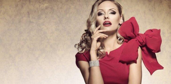 """10 dalykų, kuriuos privalo turėti <span style=""""color: #ff0000;"""">stilingos 30+ amžiaus moterys</span>"""