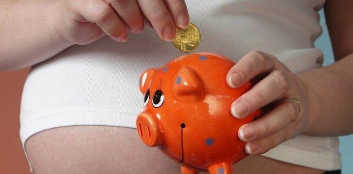 Gimusiam penketukui žmonės aukoja pinigus ir daiktus