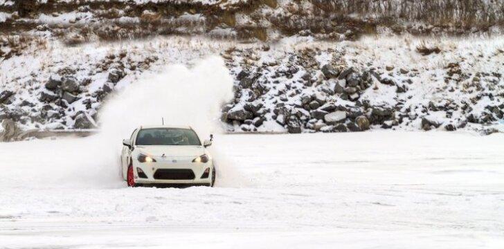 Automobilis ant ledo