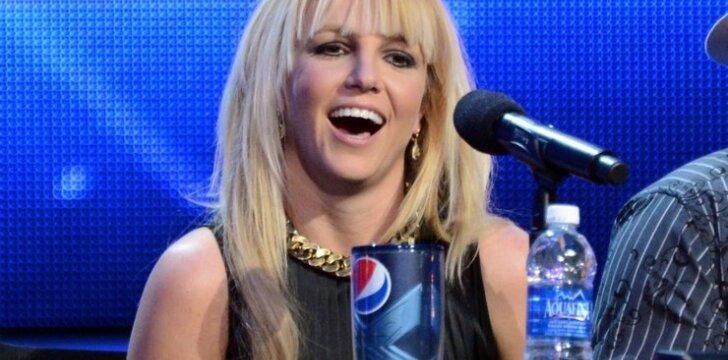 """Naujame Smurfų klipe su Britney Spears nusifilmavo abu jos sūnūs <sup><span style=""""color: #ff0000;"""">video</span></sup>"""