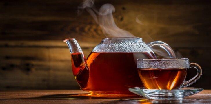 Žolininkė J. Balvočiūtė: žolelių arbatos ir nervus ramina, ir nuo vėžio gydo